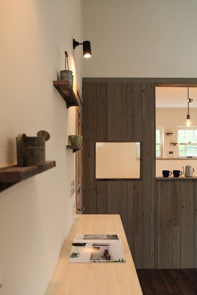 古家具風キッチンが主役。レトロ二世帯暮らし(大和)