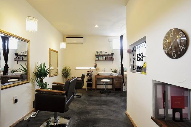 渋くまとまった美容室併用住宅(横浜)
