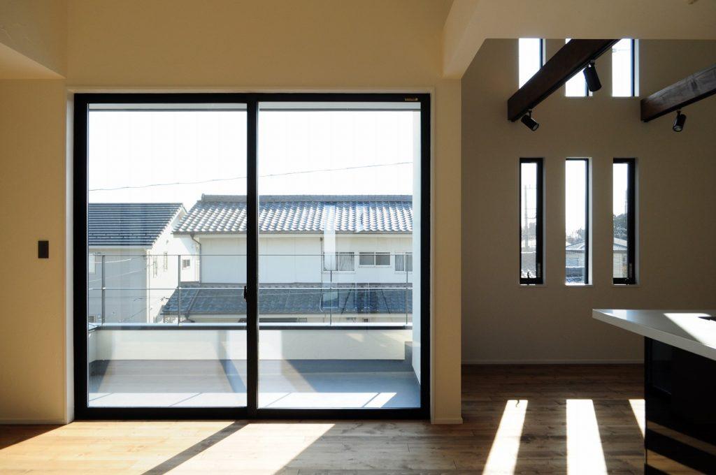 開放感と無機質 味わい深さを楽しむ家