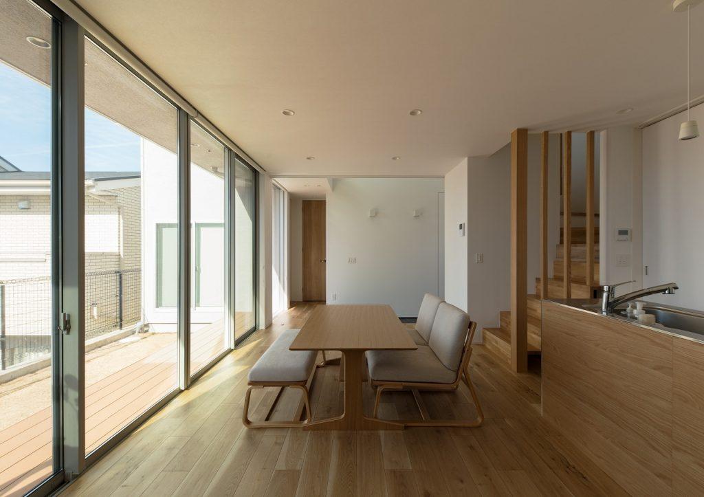 高台の開放感を活かした見晴らしの良い家