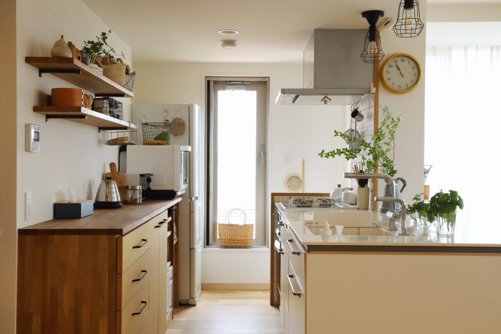 リノベーションで手に入れる 理想の光溢れるオープンキッチン