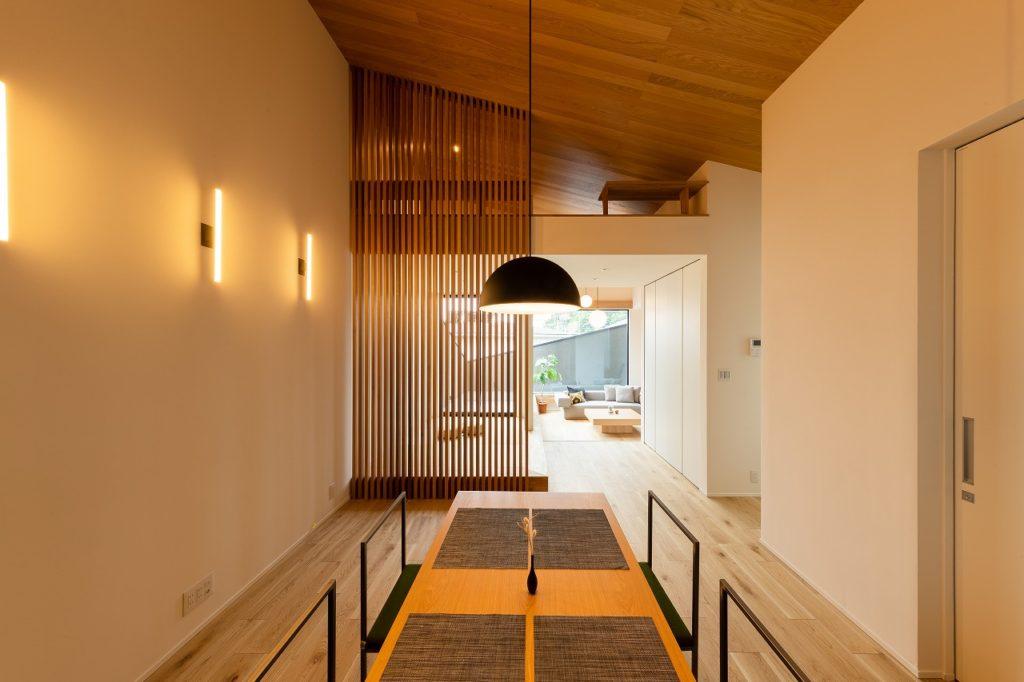 閉じながら開く家 / concept house