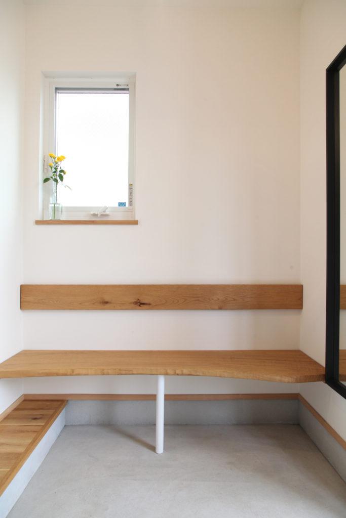 玄関のベンチ