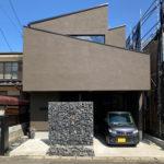 外観からは想像できない密集地でも可能とした開放感ある家。